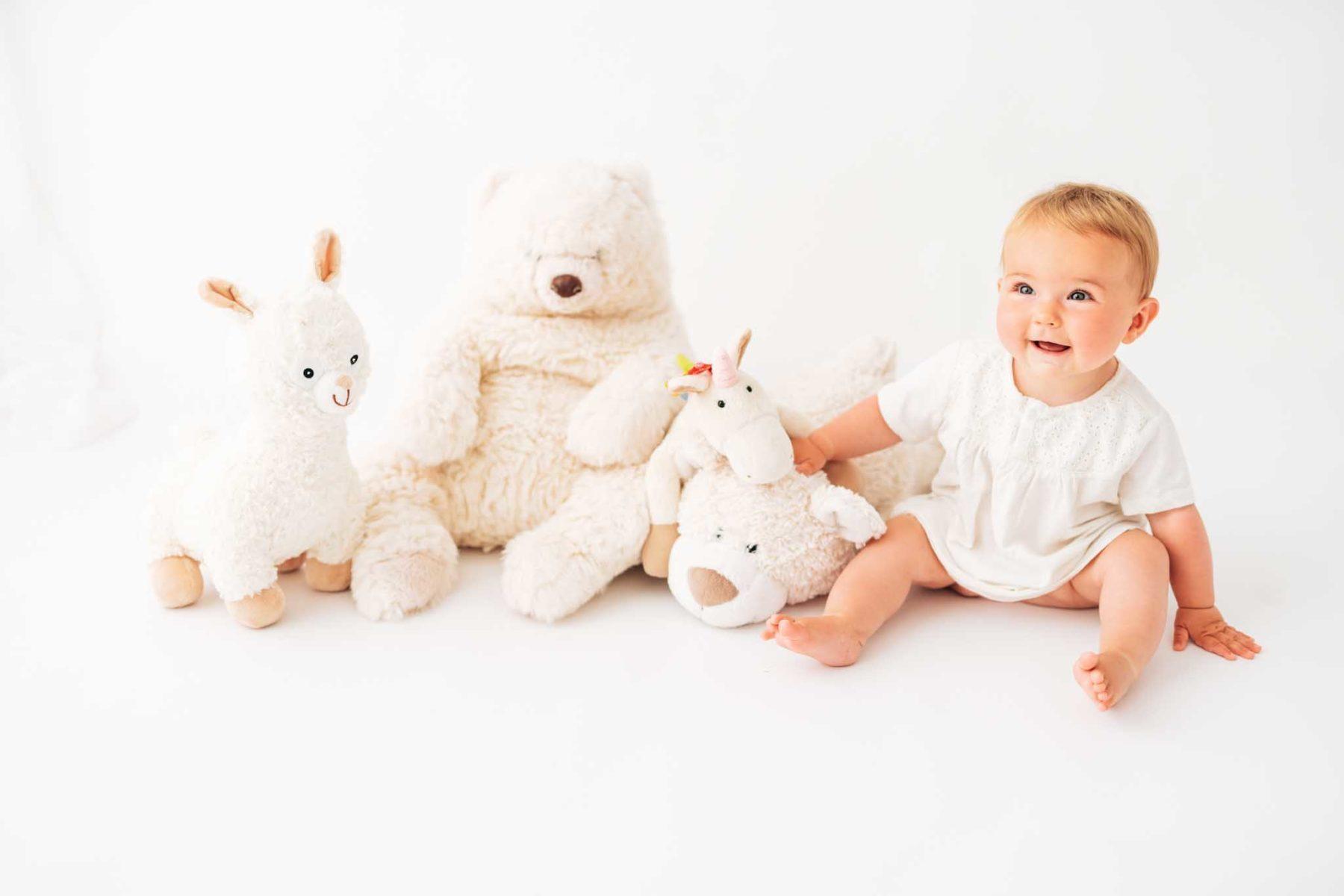 Fotografin München: Babyfotograf und Babyfotos mit Stofftieren