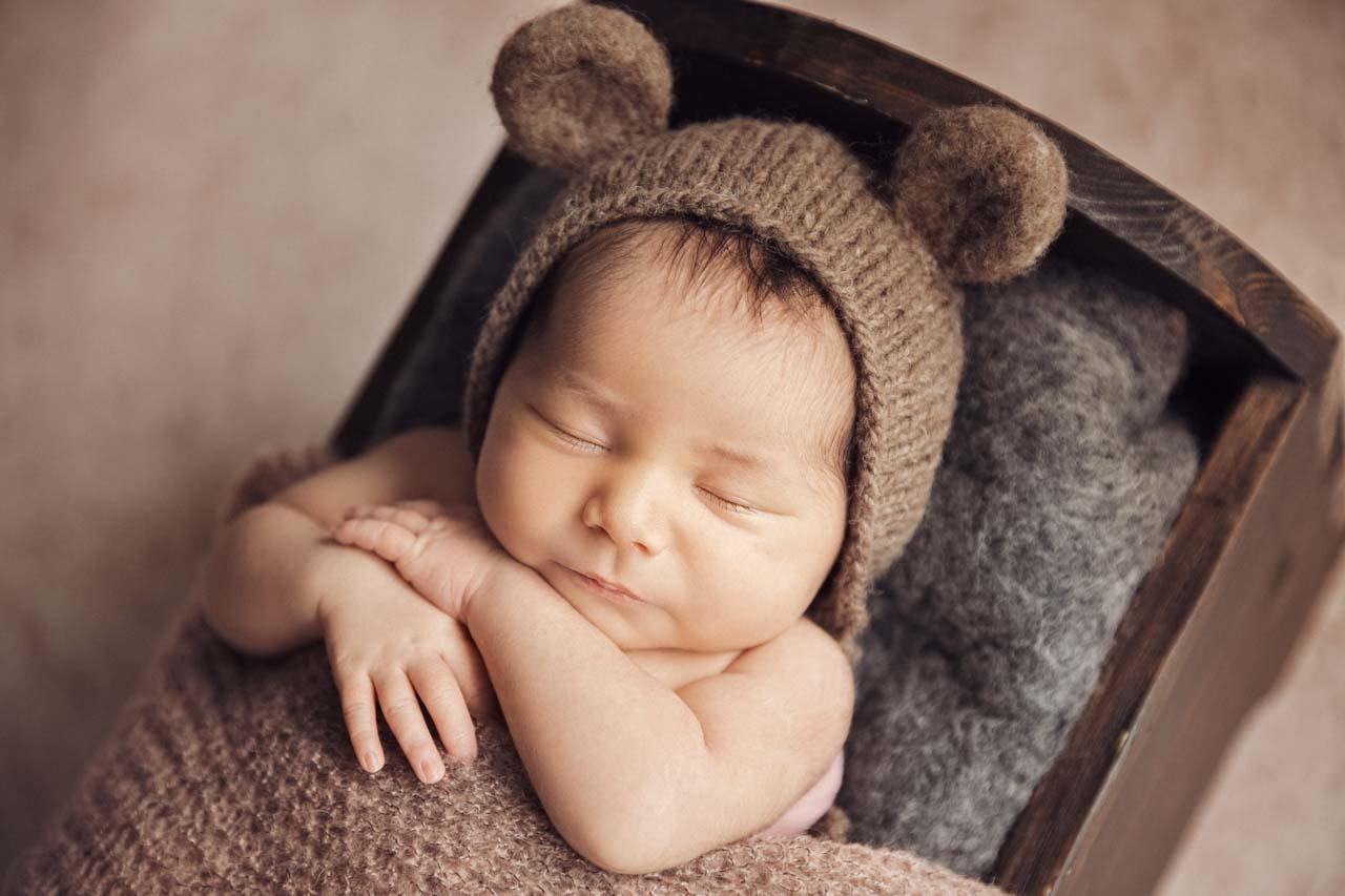Neugeborenen-Shooting München: natürliche Babyfotos