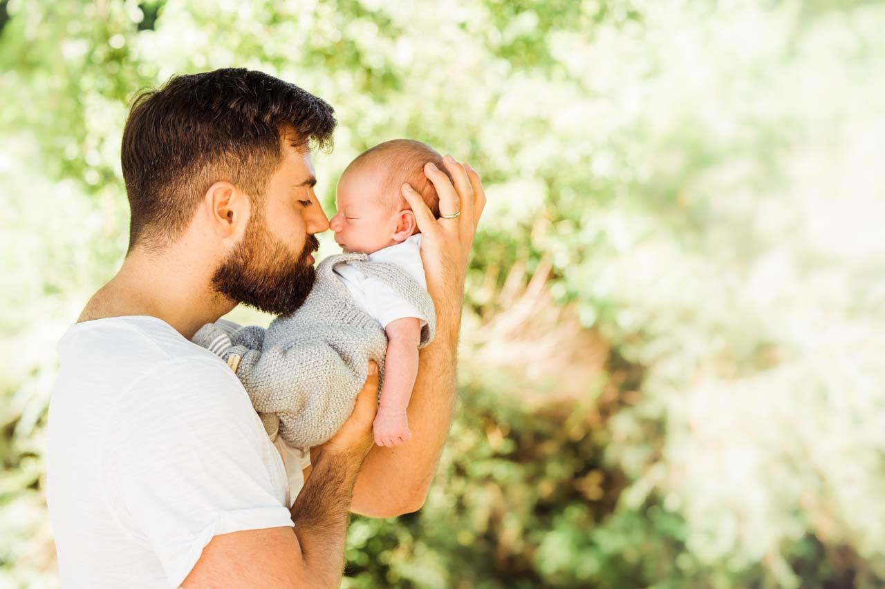 Neugeborenen-Shooting München: Babyfotos und Familienfotos outdoor
