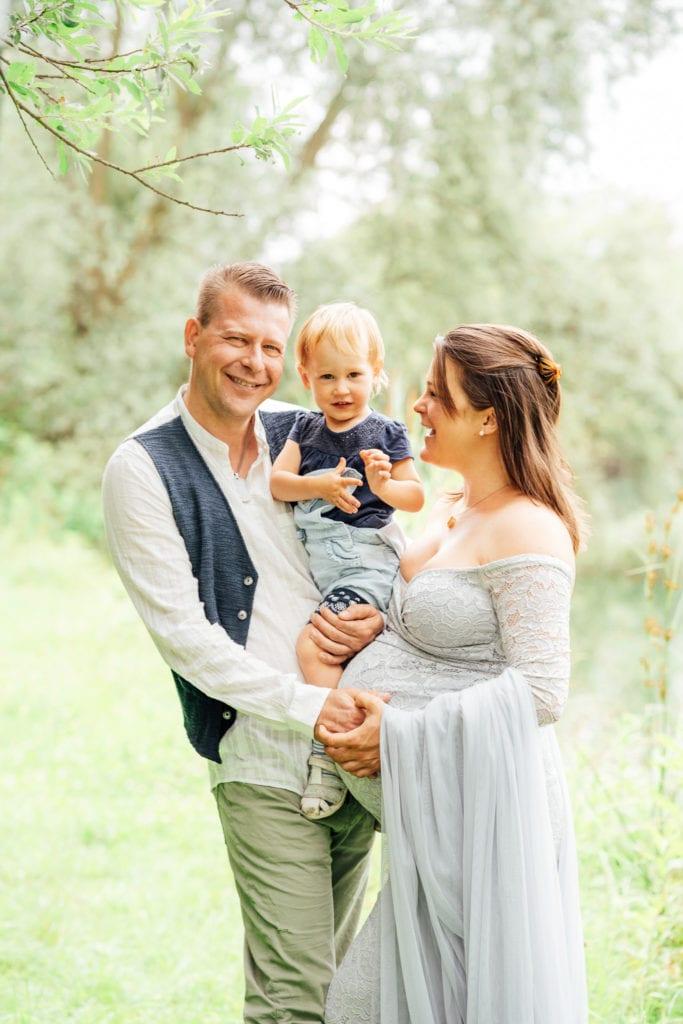 Babybauch-Shooting München: mit Familienfotos