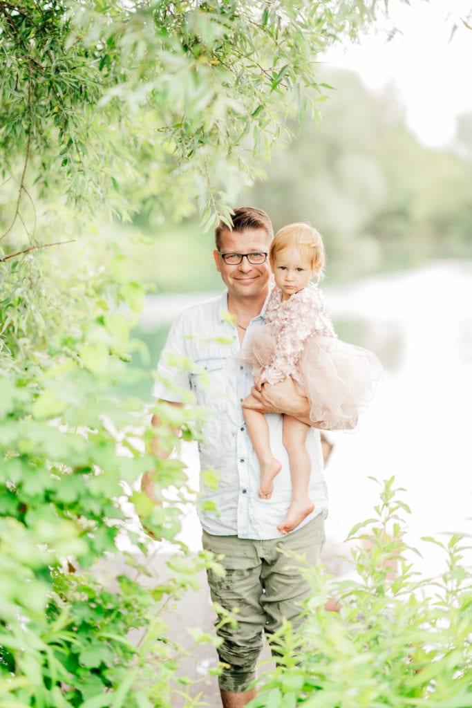 Babybauch-Shooting München: mit Familienfotos & Geschwisterbilder